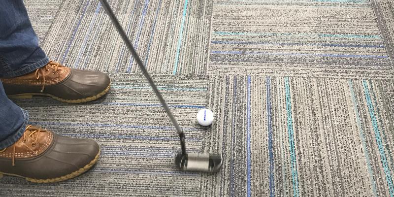 Carpet putting indoor golf